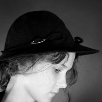Девушка в шляпе :: Дарья Соколик