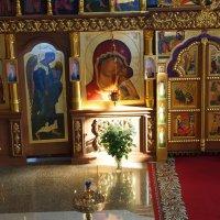 Светлый день в храме :: Григорий Азатян