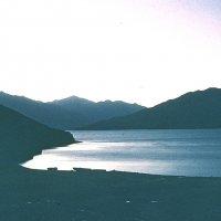 Памир. Работа. Озеро Яшилькуль. :: Виктор Осипчук