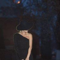 Дама в шляпке :: Батик Табуев