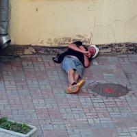 Он устал, ему надо отдохнуть... (вид из моего окна) :: Ольга И