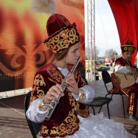 Душа казахского ансамбля,флейтиска...Дашенька. :: Андрей Хлопонин