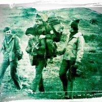 Идут туристы в горы Дария...Из далёких 80-х. :: Андрей Хлопонин