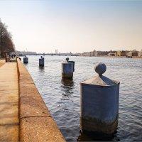 На Адмиралтейской набережной... :: Сергей Кичигин