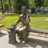 Псков. Памятник скобарю :: leo yagonen