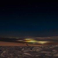 Огни накрытые туманом. :: Юрий Харченко