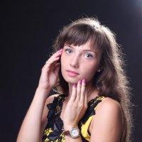 Девушка в желтом :: Мария Романтеева