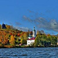 Золотая осень в Плёсе... :: АЛЕКСАНДР СУВОРОВ