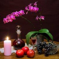 Небольшой натюрморт с участием любимой орхидеи) :: Николай Зиновьев