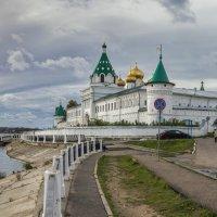 Осень -Волга.Кострома.Ипатьевский монастырь. :: юрий макаров
