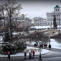 новые скульптуры города :: Олег Лукьянов