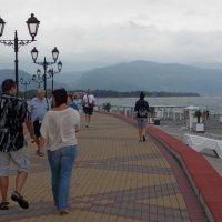 Прогулка по набережной :: Galina Solovova