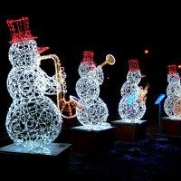 Веселый квартет снеговиков!... :: Лидия Бараблина