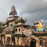Храм Лин Фуок в Далате :: Светлана Белоусова