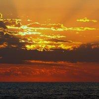 море,небо-закат. :: Пётр Беркун