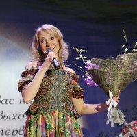 На сцене Лена Василёк :: Светлана Карнаух