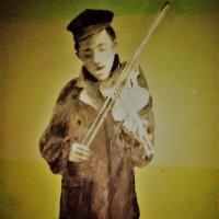 устала скрипка  и неподвластгны руки- играет мальчик не от скуки. :: Серж Поветкин