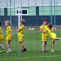 Девочки в футболе - и начинается балет! :: Александр Чеботарь