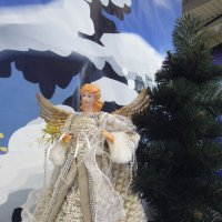Ангел-Хранитель у дома... :: Тамара Бедай