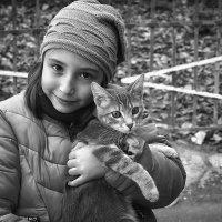 Портрет девочки с котёнком :: Валерий Миняев