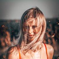 девушка в красном :: Дмитрий М