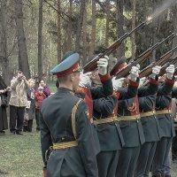 Ружейный залп почётного караула. :: Игорь Олегович Кравченко