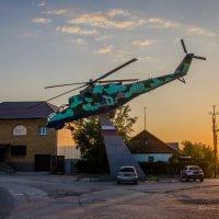 Памятник военному училищу на закате :: Юрий Хайров