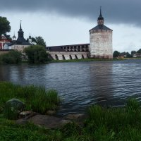 Монастырь на берегу озера :: Ольга