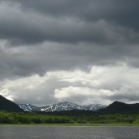 Тучки над озером :: Евгений Биржишко