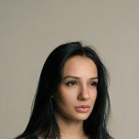 Девушка в студии :: Юрий Яворский