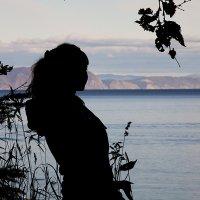 Она стояла и смотрела кудато в даль :: Андрей Асеев