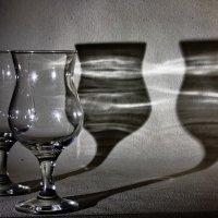 стекло и его тень :: Александр Шурпаков