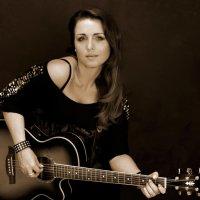 Девушка с гитарой :: Sergey Yampolskiy