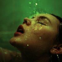Девушка в душе под каплями воды :: Lenar Abdrakhmanov