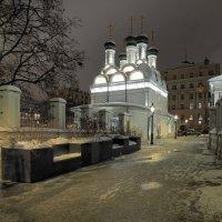 Черниговский переулок, Церковь Михаила и Фёдора Черниговских, постройка 1675 г., находясь в тени от :: Евгений Седов