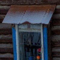 Оконце в старом доме :: Валерий Симонов