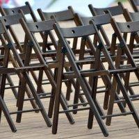 стулья на марше :: Сергей Лындин