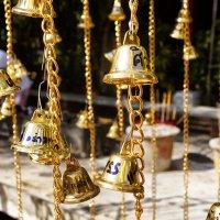 Колокольчики в буддийском храме :: Alex