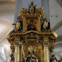 Алтарь в  церкви святого Леодегара (Хофкирхе) :: Елена Павлова (Смолова)