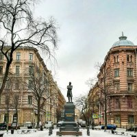 Пушкинский сквер :: Виктор Орехов