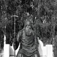 Памятник Святителю Иову в Свято-Успенском монастыре . :: александр варламов