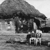 Деревенский дом. :: Валерий Судачок