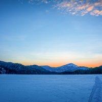 На таёжном озере. :: юрий Амосов