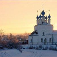Храм у замерзшей реки... :: марк