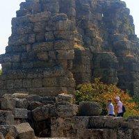 Среди древних развалин. :: оля san-alondra