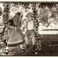 Мальчик с девочкой дружил... :: Ольга Калинина