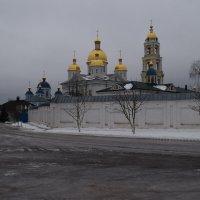 у монастырских стен :: Григорий Вагун*