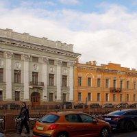 Два здания на нечётной стороне... :: Юрий Куликов
