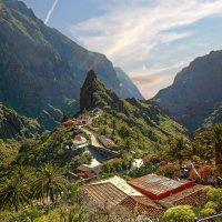 Поселок в горах :: Сергей Карачин