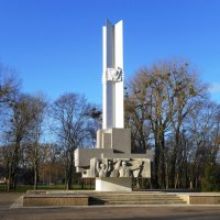 Памятник героям-комсомольцам :: Маргарита Батырева